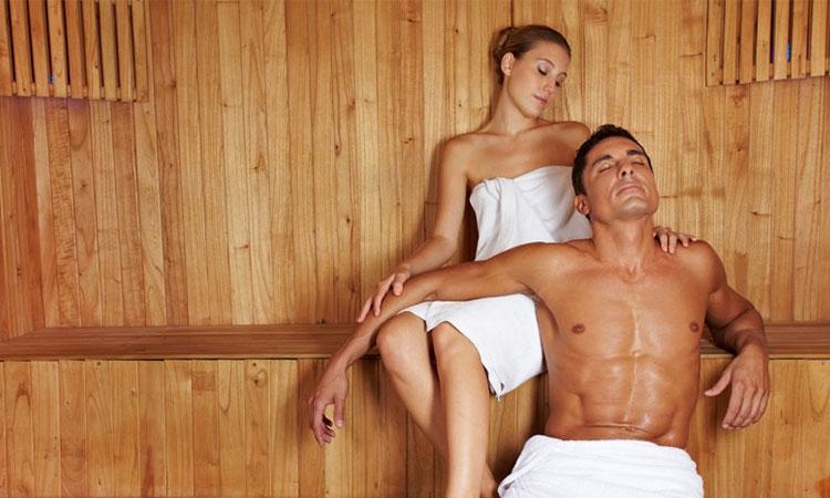 девушки и парни в бане раздвинул ноги